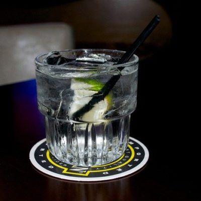 Простые двухкомпонентные коктейли (Джин-тоник)