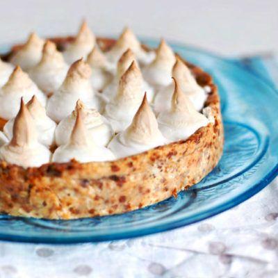 Пирог с карамельным кремом и меренгой