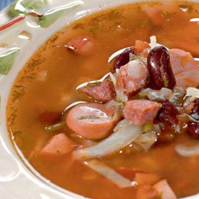 Суп из красной фасоли с сосисками