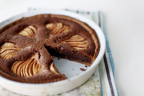 Пирог с шоколадным франжипаном и грушами