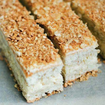 Бисквитное пирожное с ореховым кремом