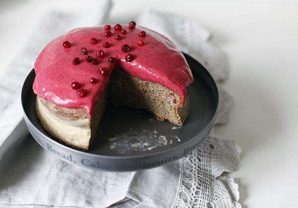 Черемуховый торт с брусничным муссом