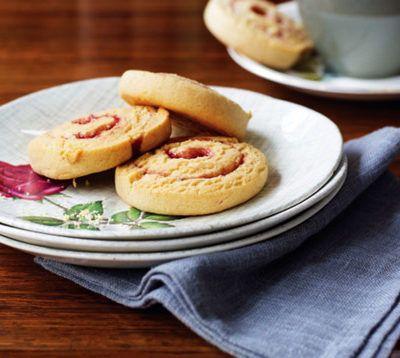 Печенье-спиральки с арахисовым маслом и желе