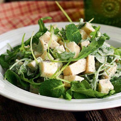 Салат из кольраби с йогуртовым соусом