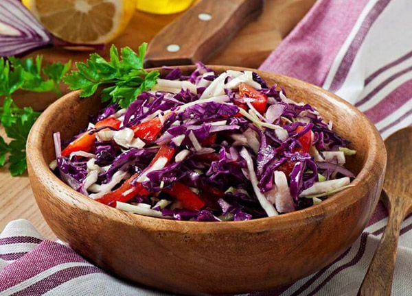 Салат из красной капусты с медовой заправкой