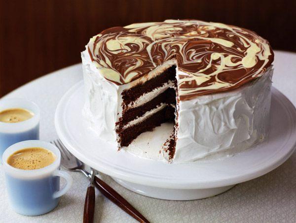 Шоколадный торт с фростингом из ванильной меренги
