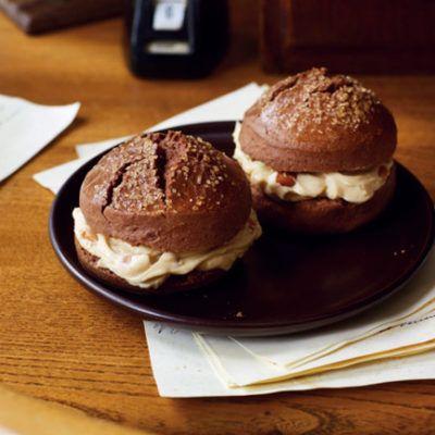 Шоколадное песочное печенье с арахисовой начинкой