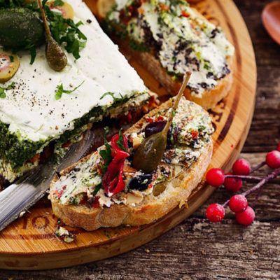 Сырный террин с песто, томатами и маслинами
