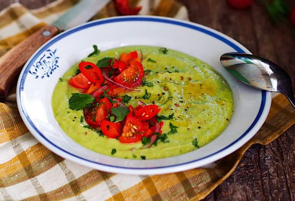 Суп с авокадо, черри и кинзой